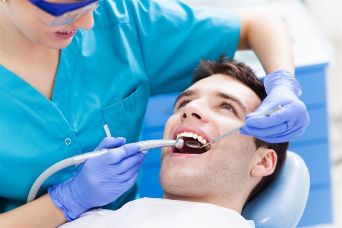 Nu finns en modern tandläkare i centrala Malmö som har generösa öppettider