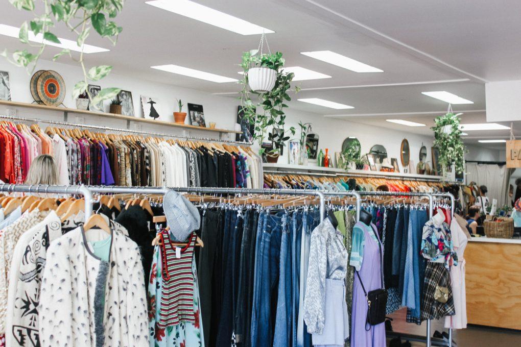 Lindex, Dressmann & MQ - handla kläder för fest i Haninge | Artikelhubben