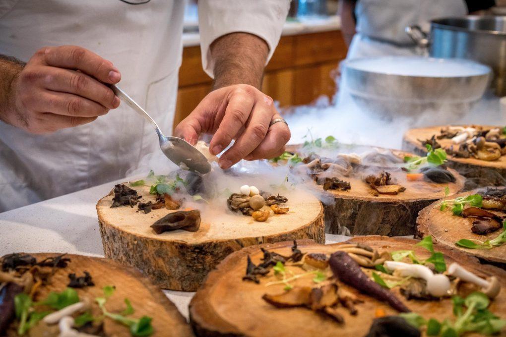 Att ha en matlagningsaktivitet med kollegorna brukar ge mersmak | Artikelhubben