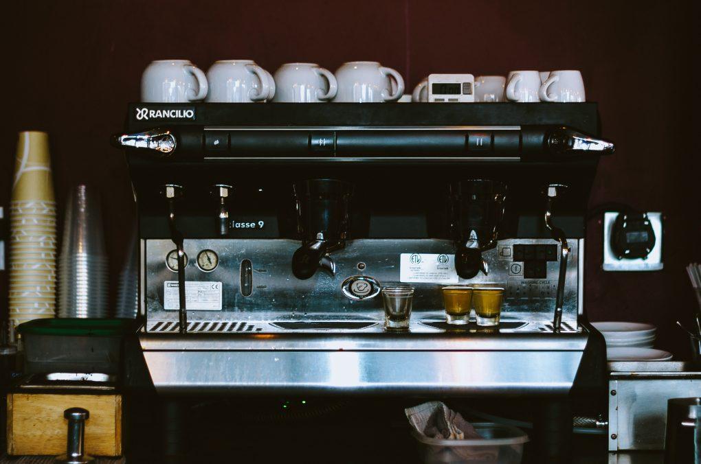Helautomatisk kaffemaskin för restaurang och café - få mer tid över till annat