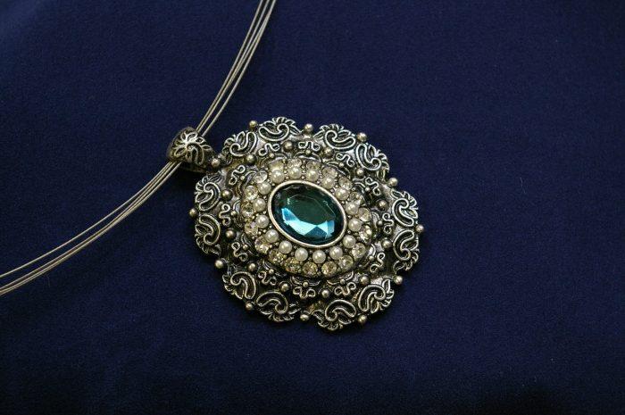 Smycken du kan hitta hos en juvelerare i Stockholm