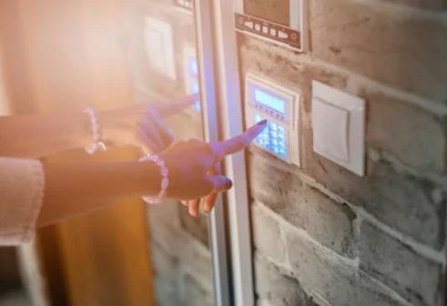 Säkra ditt hem med hemlarm, belysning och övervakningskameror-artikelhubben