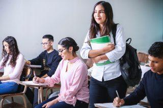 Vilket är det bästa läromedlet för matematik i högstadiet och vad är Matematikbiennalen 2020?